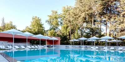 118789 e5750b5f 955b 4792 a49a 933c5fc19419 outdoor swimming pool portugal vidago palace prestigious venues medium 1389361714