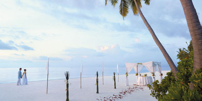 149136 5)%20hosting%20a%20ceremony%20in%20paradise%20with%20special%20friends%20and%20family f7d5c6 medium 1416398647