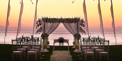 155566 romantic beach wedding venue intercontinental bali resort prestigious venues 76ccd0 medium 1423067806