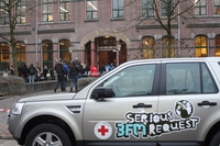 80369 a red cross land rover freelander ii in netherlands helping to promote the annual 3fm  serious request  campaign which raises money for hiv children medium 1365656788