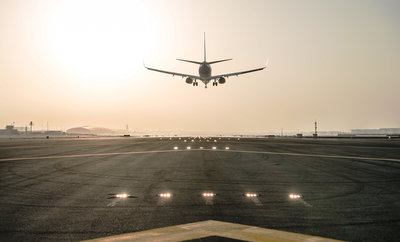 134330 b6196335 e50c 4079 81df ddcf540282e8 dxb runway landing 300 dpi medium 1404114340