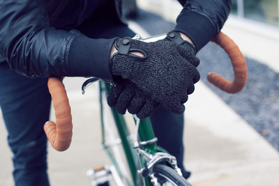 116116 094c9518 d9de 4a95 a219 a59122e73e33 double layered touchscreen gloves fixed gear 001 medium 1385584309