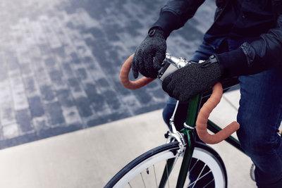 116121 9e5a53e5 c020 4a51 8f5c c2f01b7c2404 double layered touchscreen gloves fixed gear 007 medium 1385584321