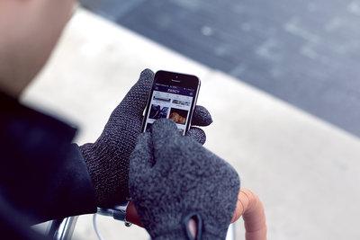 116122 fcef33db aaf0 4d9f 8a4c af8f421b62b1 double layered touchscreen gloves fixed gear 005 medium 1385584321