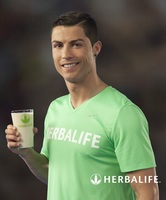 101475 cristiano ronaldo and herbalife1 medium 1370428123