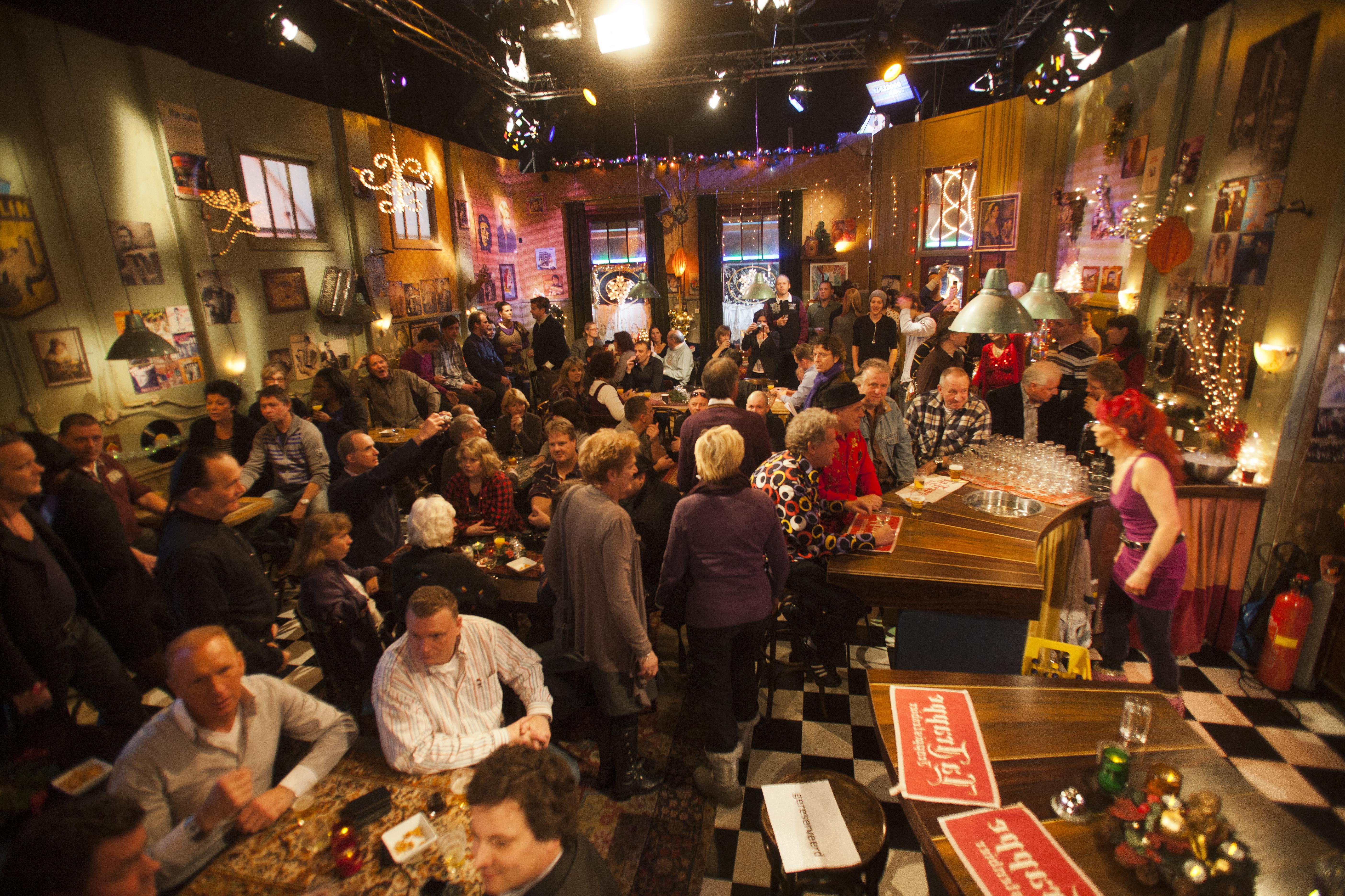 Eindejaarssferen in het enige echte Top 2000 Café. Foto: Paul Ridderhof