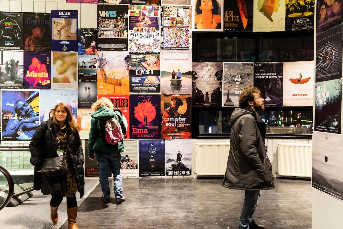 (Sfeer)_'People watching at the filmposters' by Melanie Samat.jpg