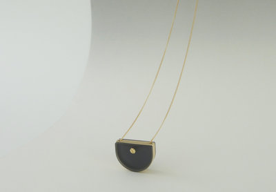 229592 memory%20locket%20smokey%20black%20standing e6df5f medium 1479102251