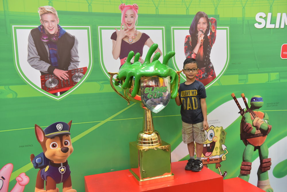 218241 the%20four%20feet%20tall%20nickelodeon%20slime%20cup%20trophy%20on%20display%20at%20nickelodeon%20slime%20cup%202016%20in%20singapore%20at%20city%20square%20mall%20(credit%20 %20nickelodeon%20&%20lionel%20boon) 302e7a large 1468802901