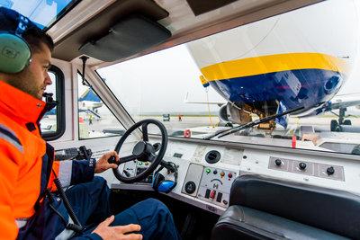 307608 pushbackchauffeur%20viggo%201 acf83f medium 1553604999
