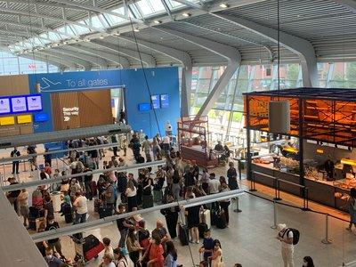 398969 terminal%20landside%20met%20passagiers e01ace medium 1628841182