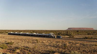258693 09 land rover discovery sleept roadtrain door australische outback 548c6a medium 1505898028