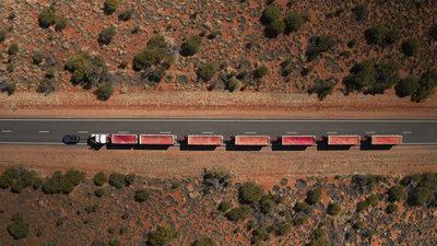 258695 10 land rover discovery sleept roadtrain door australische outback 7df22d medium 1505898029