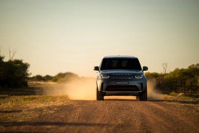258697 15 land rover discovery sleept roadtrain door australische outback 68bc3c medium 1505898031