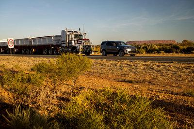 258702 12 land rover discovery sleept roadtrain door australische outback e67e75 medium 1505898032