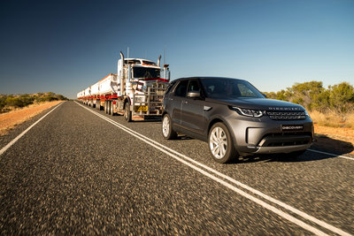 258717 01 land rover discovery sleept roadtrain door australische outback bc73d5 medium 1505898234