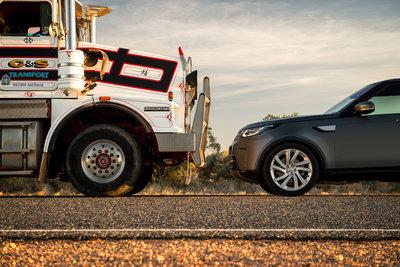 258718 02 land rover discovery sleept roadtrain door australische outback c36cdc medium 1505898234