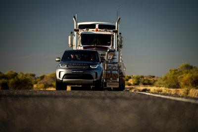 258719 04 land rover discovery sleept roadtrain door australische outback 853344 medium 1505898234
