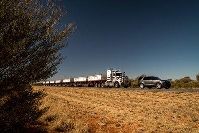 258720 05 land rover discovery sleept roadtrain door australische outback d08a11 medium 1505898235