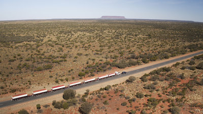 258722 03 land rover discovery sleept roadtrain door australische outback 8dc8f0 medium 1505898236