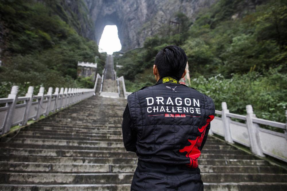 271910 06 range rover dragon challenge 50a8eb large 1518165925