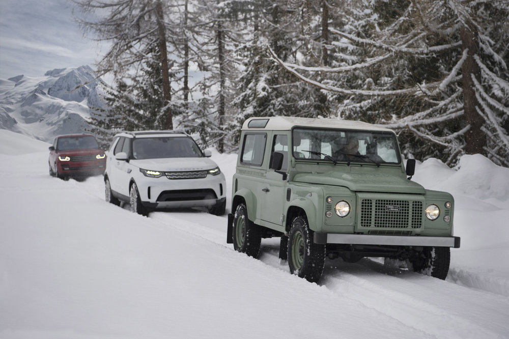 277303 04 land rover defender in de sneeuw fa434d large 1523344413
