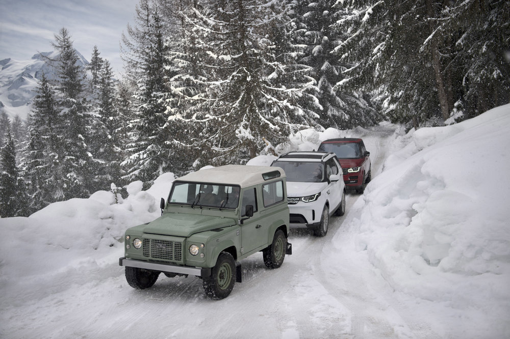 277304 05 land rover defender in de sneeuw ba8773 large 1523344414