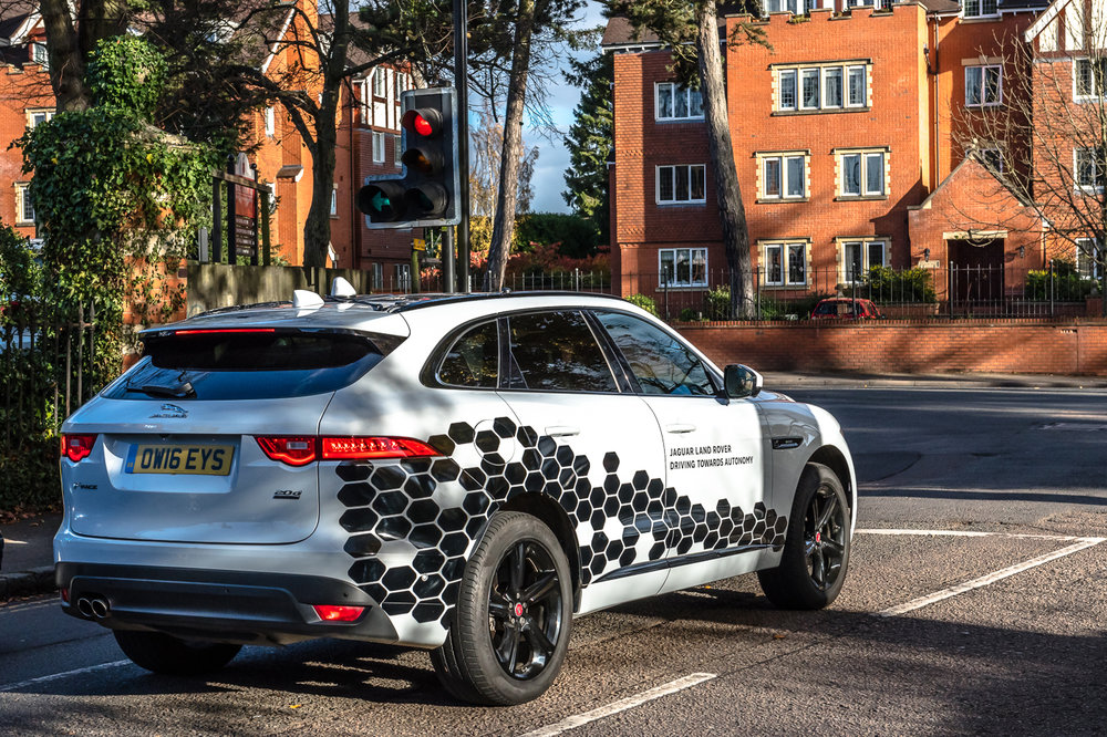 283499 02 jaguar land rover test op britse wegen een vloot van connected autos 3748c3 large 1529570494
