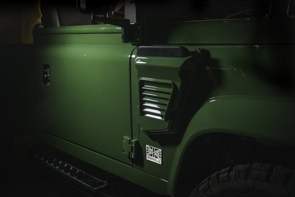 294741 04 land rover defender fe0c70 large 1540980102