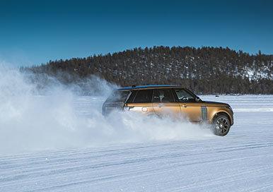 350288 08 land rover en anthony joshua vieren 50 jaar range rover met unieke sneeuwkunst thumb 0a245d large 1584457145