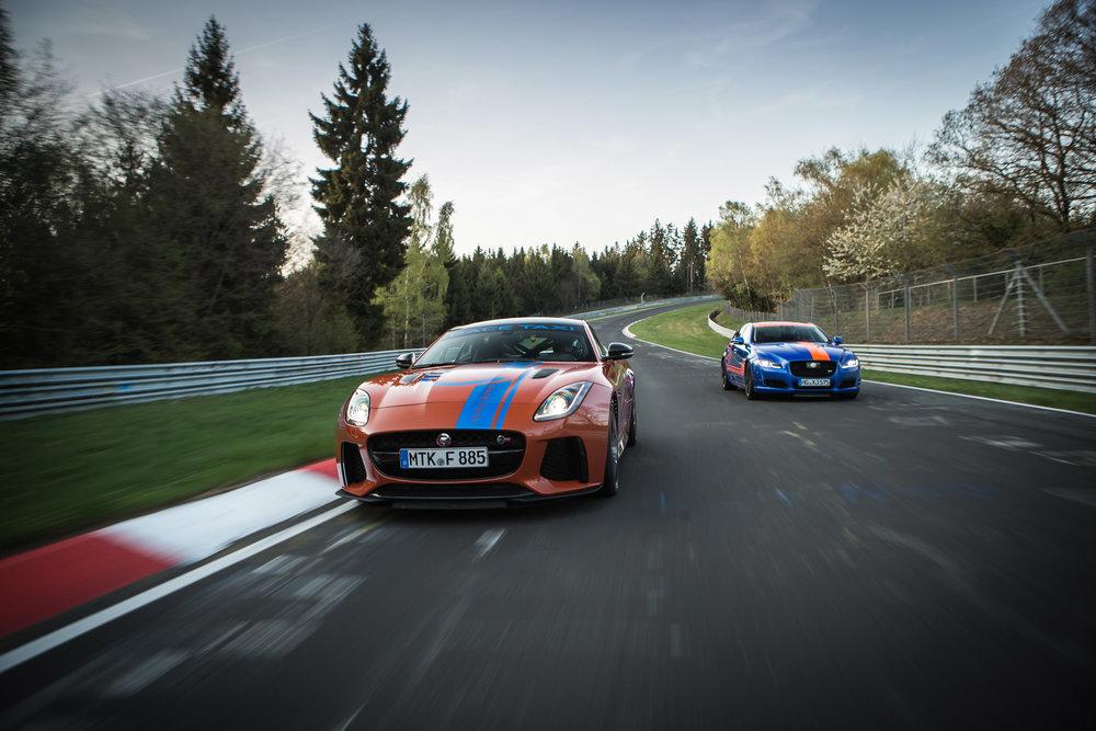 279509 01 jaguar f type svr en xjr575 racetaxi 474aa9 large 1525702686
