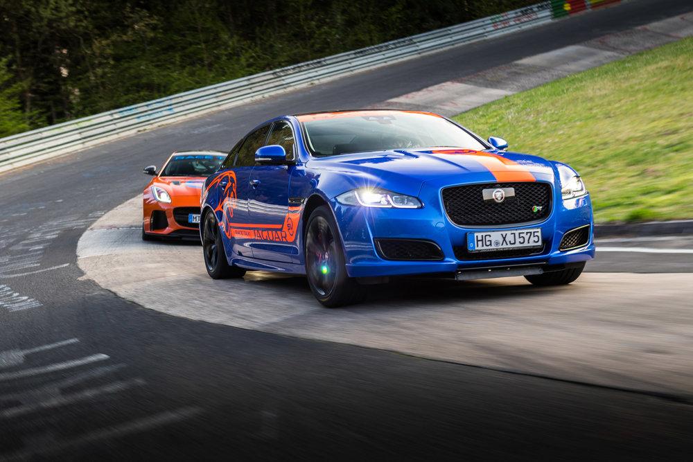 279515 06 jaguar f type svr en xjr575 racetaxi 2850d5 large 1525702687
