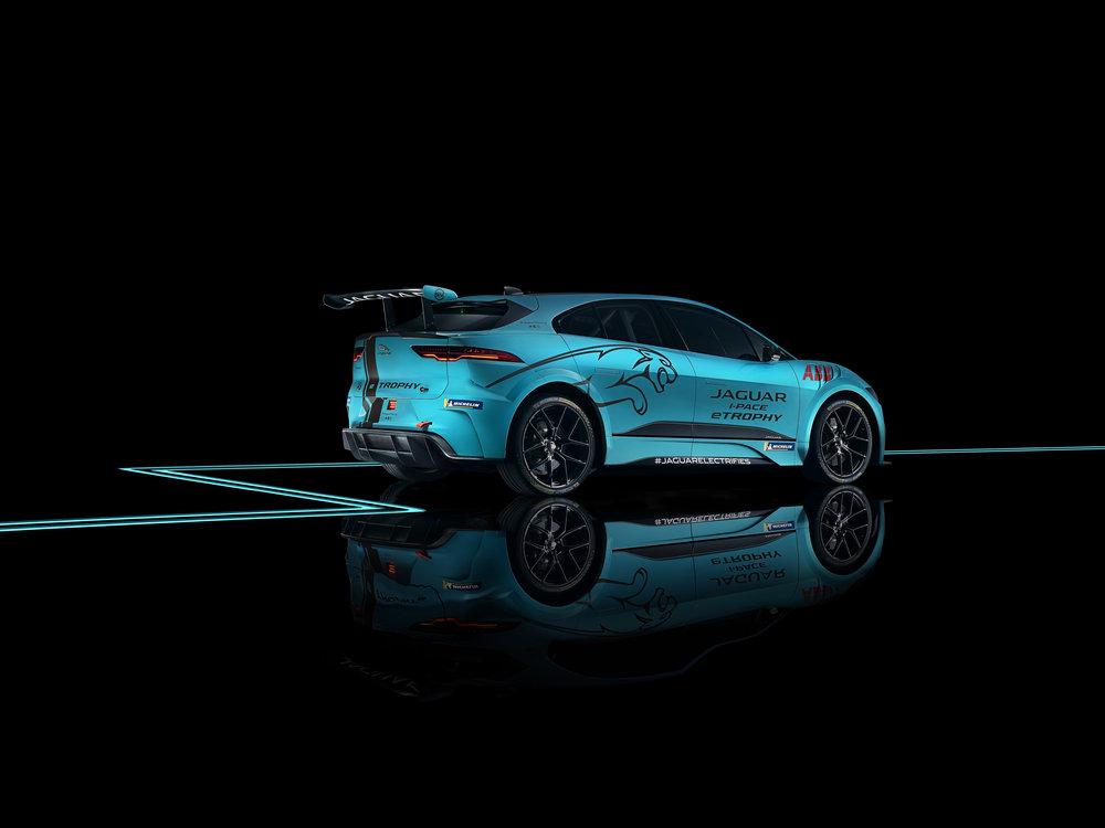 298908 09 jaguar panasonic racing 505d3e large 1544632729