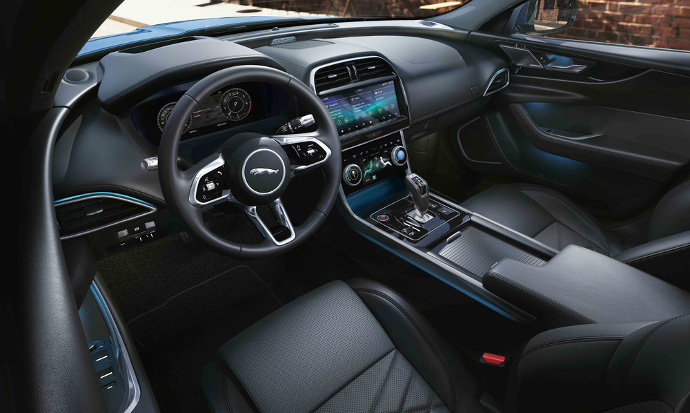 304779 05 jag xe 20my location interior 260219 027 glhd c08858 large 1551175934