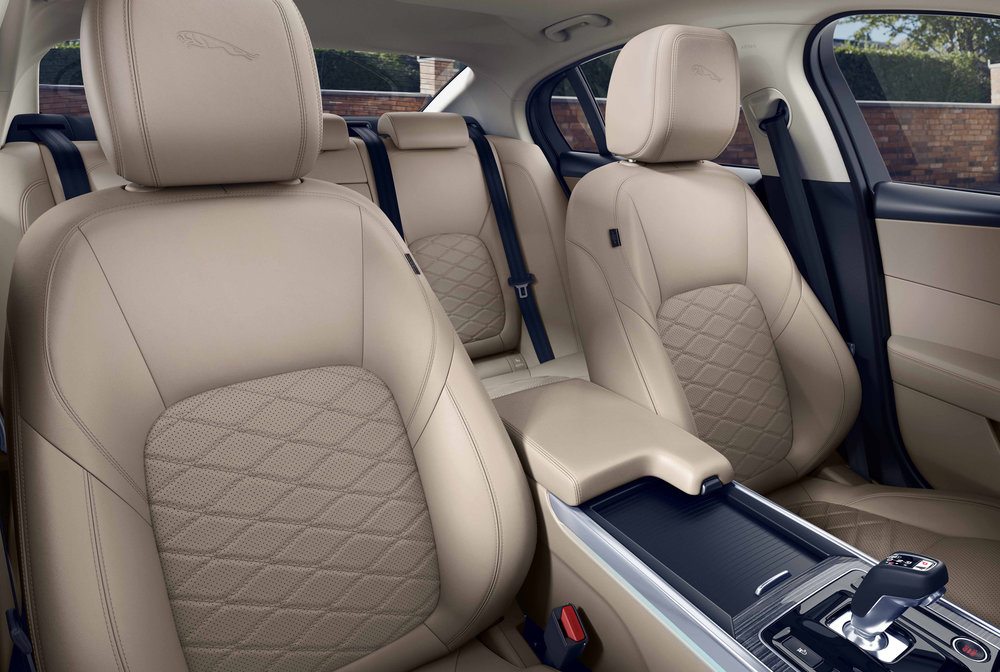 304805 jag xe 20my location interior 260219 050 glhd 8dbbec large 1551178052