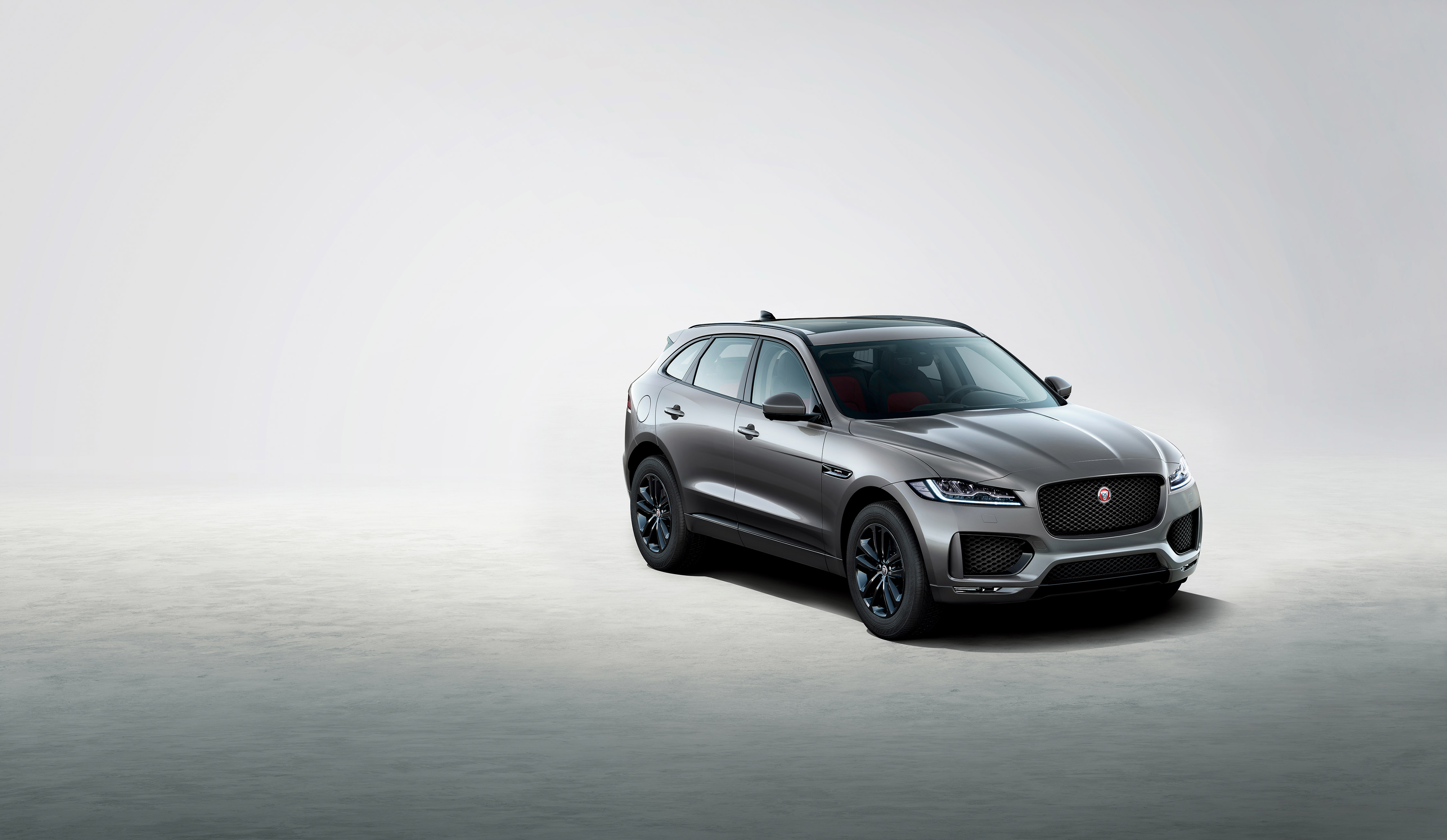 306754 jag f pace 20my chequered flag 190319 010 pr2 5db9a0 original 1552999966