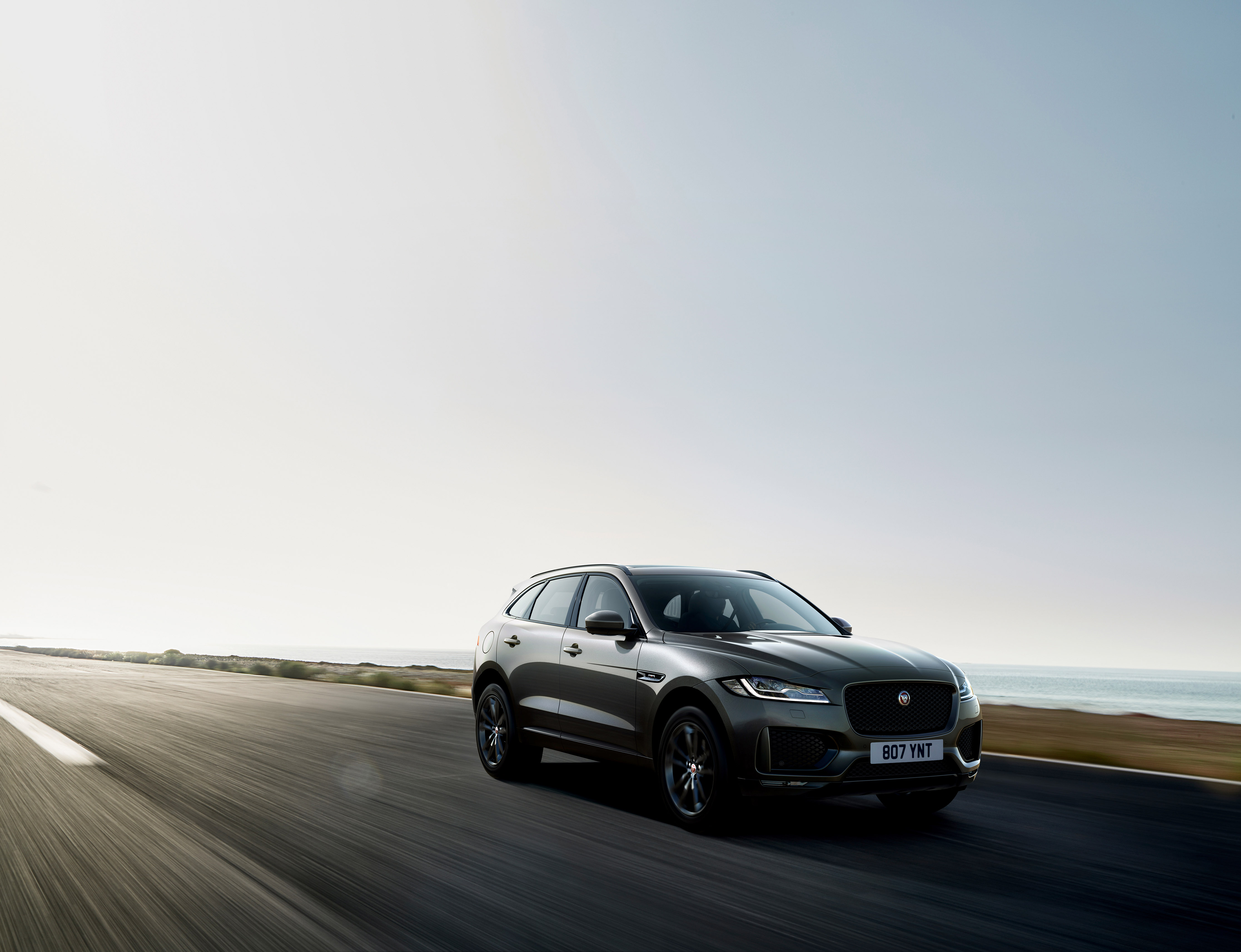 306756 jag f pace 20my chequered flag 190319 038 pr 6fcbeb original 1552999968