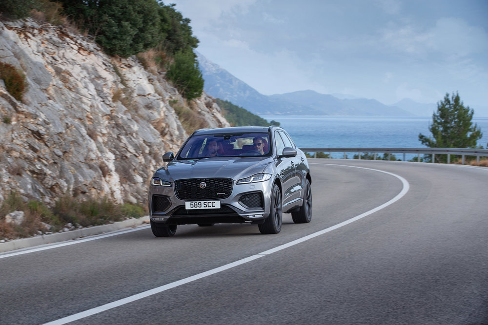 364537 jag f pace 21my 33 location driving 150920 hr 062x4846 dc899e large 1600091429