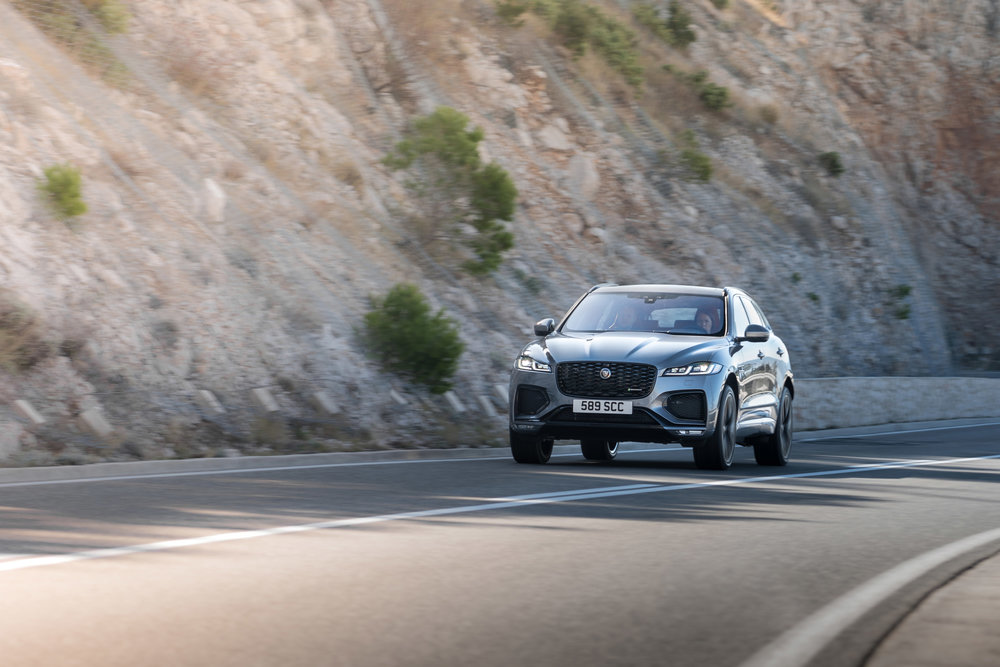 364538 jag f pace 21my 36 location driving 150920 hr dsc01083 5 1b4494 large 1600091429