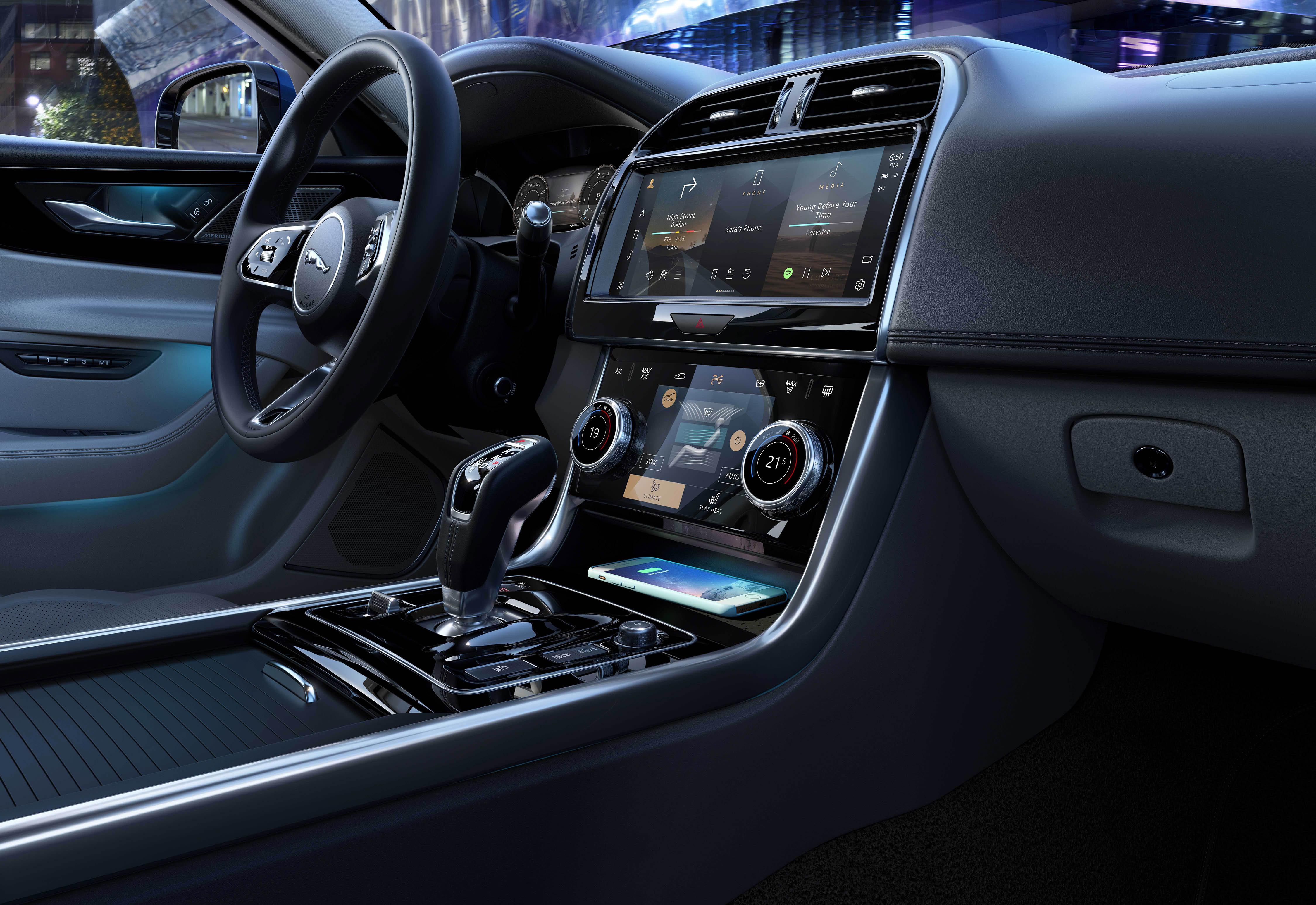 366799 jag xe 21my interior 061020 a057 glhd 714219 original 1601906351