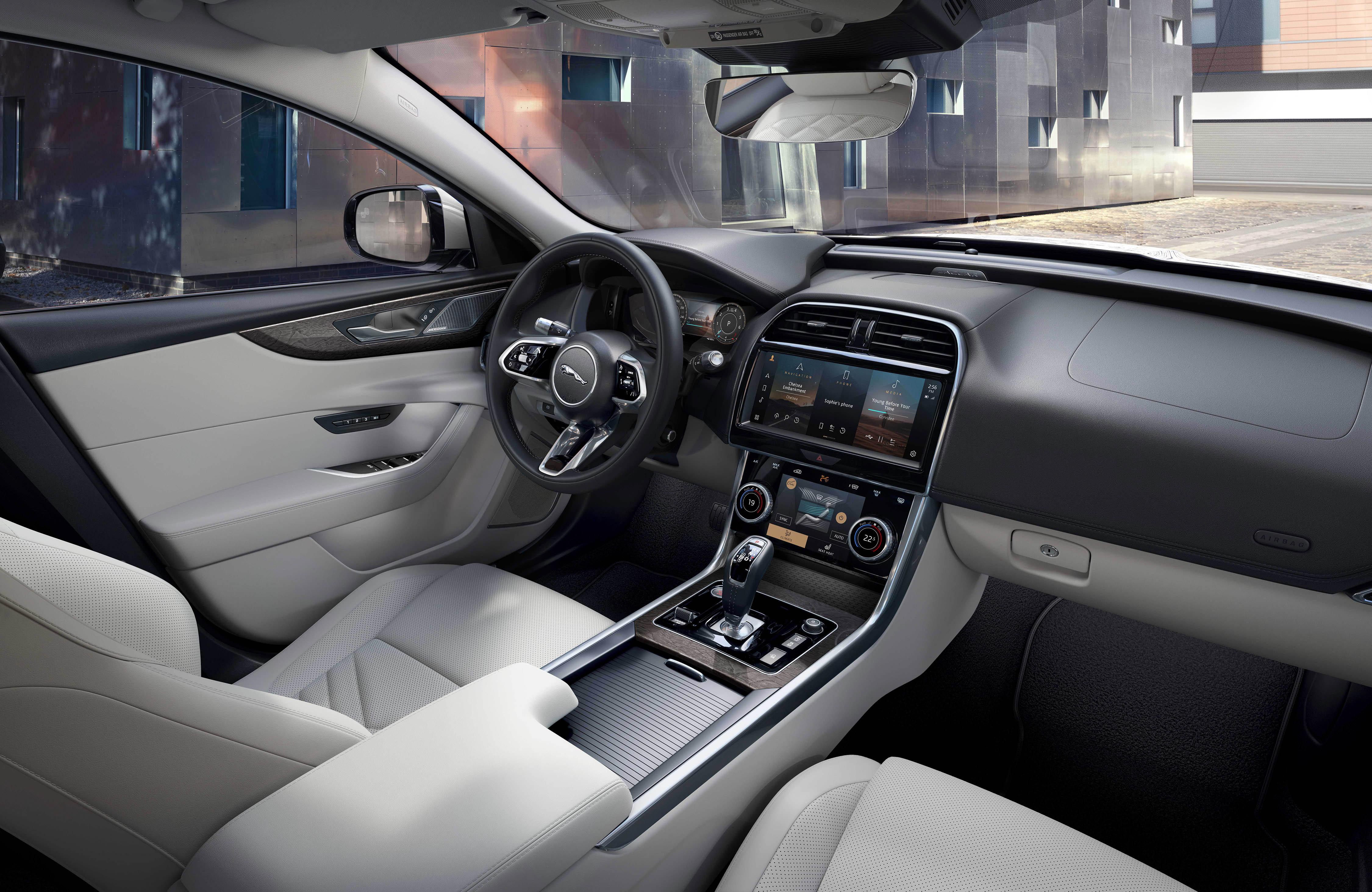 366802 jag xe 21my interior 061020 a066 glhd cd6942 original 1601906463