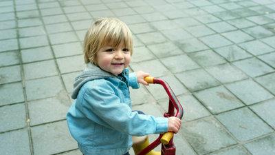 232848 tvc wwjlw nieuwjaarsversie jongetje met fiets visual3 1920x1080 b500e5 medium 1482920983
