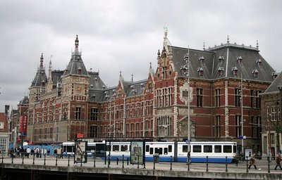 153232 amsterdam%20centraal%20station%20hotels.com%20it 05b017 medium 1421051250