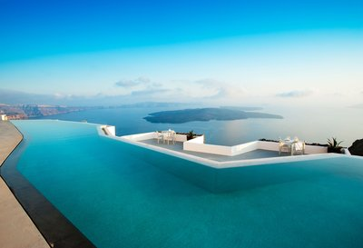 225214 grace%20santorini%20 %20infinity%20pool%20and%20blue%20sky%20%28credits%20grace%20santorini%29 d52fbf medium 1474372762
