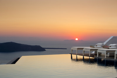 225217 grace%20santorini%20 %20sunset%202%20%28credits%20grace%20santorini%29 bcb7c8 medium 1474372765