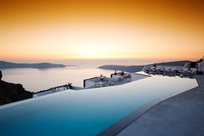 225222 grace%20santorini%20infinity%20pool%20%26%20golden%20sunset%20%28credits%20grace%20santorini%29 6770cf medium 1474372773