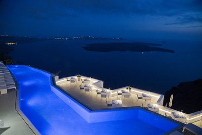 225223 grace%20santorini%20at%20night%20%28credits%20grace%20santorini%29 ad4b99 medium 1474372775