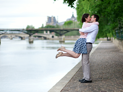 147121 romanticpariscouple 400 936d86 medium 1414679662