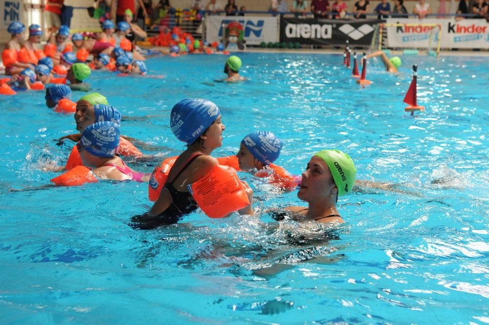 I bambini di acquamica nuoto anch io arena si sono - Nuoto in piscina ...