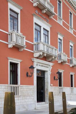 136254 a21e4dfd 806e 46b4 91f5 97b07e190160 nh palazzo barocci venezia facade detail 3 medium 1405615442
